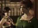 Peggy Olson (Elisabeth Moss) and Joan Harris (Christina Hendricks) Mad Men